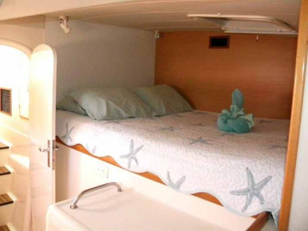 Forward Cabin - Queen Berth